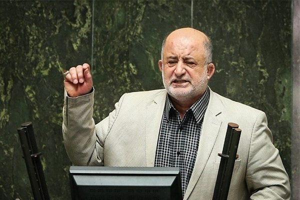 انتقاد شدید نادر قاضی پور از  طرح جدید نمایندگان برای تعطیلی پنچشنبه ها