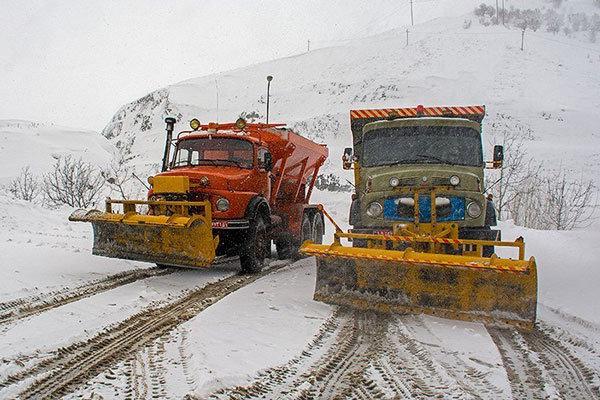برف روبی پاییزی ۴۰۰ کیلومتر از محورهای مواصلاتی آذربایجان غربی