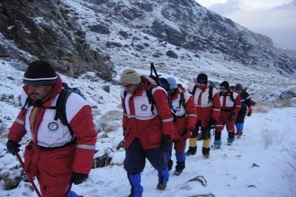 امداد رسانی به ۱۴۷۰ مسافر گرفتار شده در برف و کولاک در جاده های آذربایجان غربی