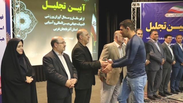 گزارش تصویری از مراسم تجلیل از قهرمانان و مدال آوران ورزشی آذربایجان غربی