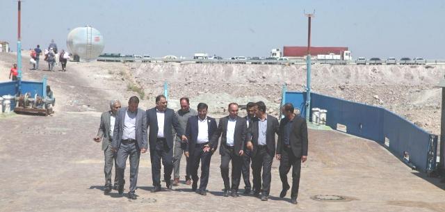 بازدید معاونین استاندار آذربایجان غربی از مراحل ساماندهی میانگذر دریاچه ارومیه