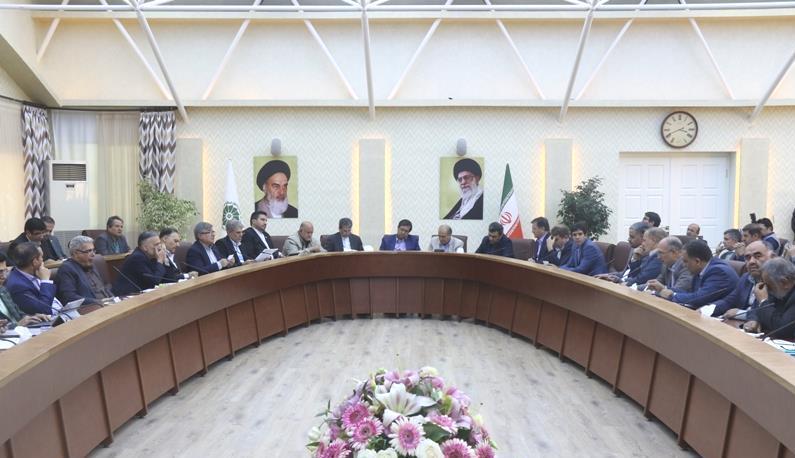 رئیس کل بانک مرکزی در ارومیه: ارز حاصل از صادرات باید به چرخه اقتصادی کشور بازگردد
