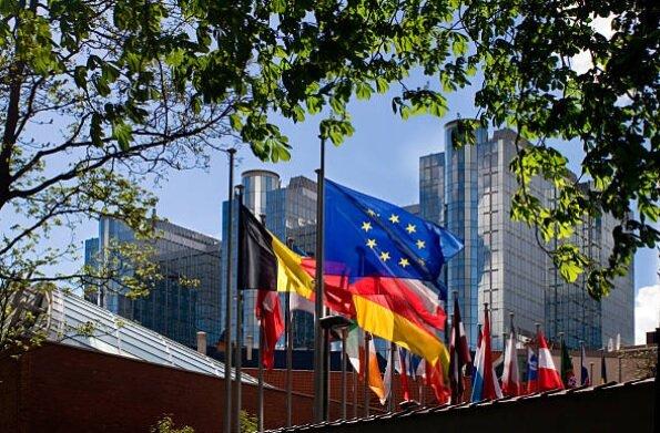 کاهش نرخ تورم در کشورهای اروپایی / یورو بر دلار می تازد..